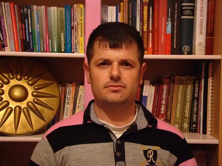Бесник Хасани