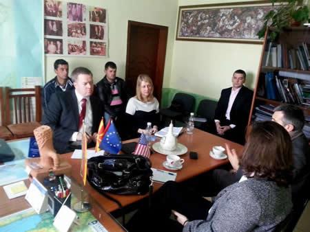 Преставници од амбасадите на Америка и ЕУ во Тирана во посета на Пустец