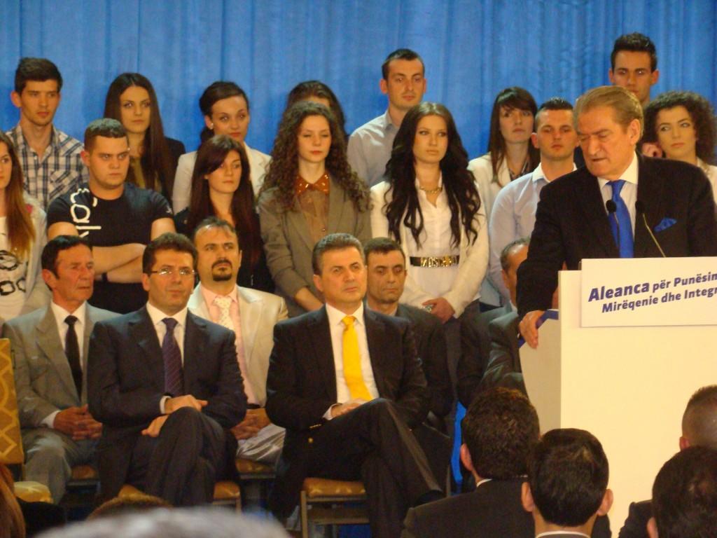 Сали Бериша ја преставува коалицијата со коалициските партнери