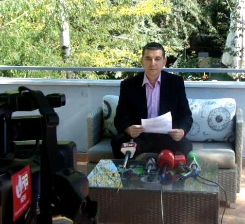 Васил Стерјовски на конференција за печатот во Корча