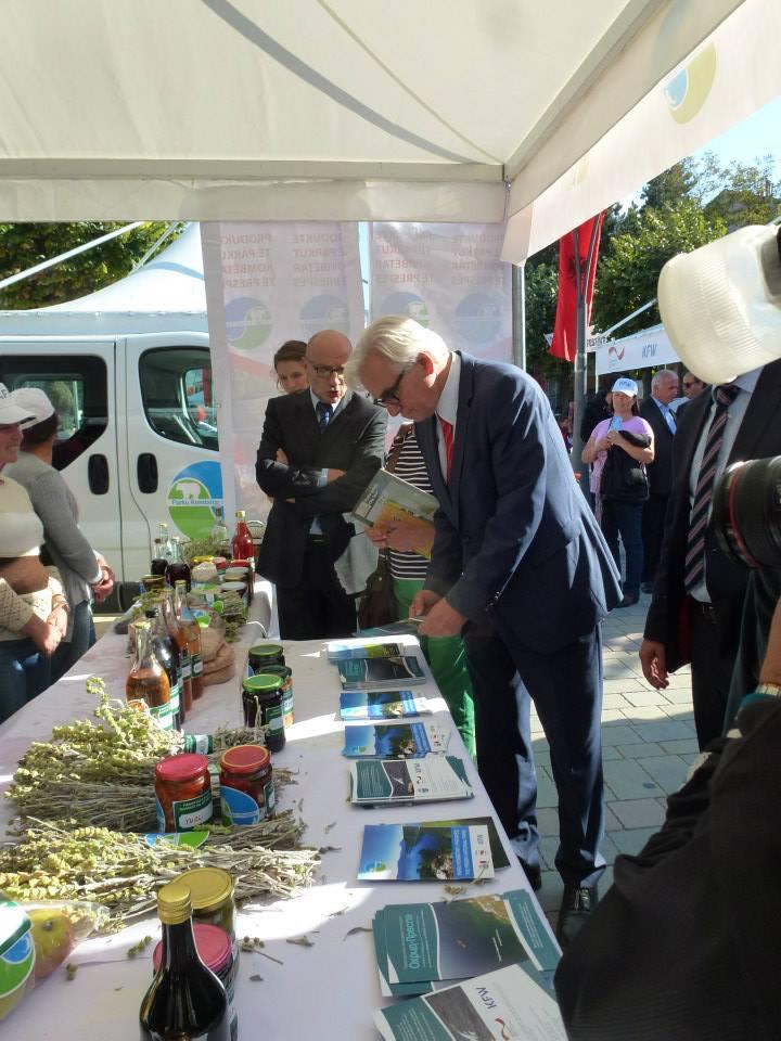 Германскиот амбасадор Хелмут Хофман, посета на шаторот на Националниот парк Преспа