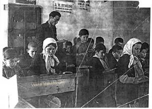 Никола Беровски со македонските ученици во Мала Преспа