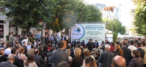 На свеченоста во присуство на високи владини преставници, на парламентите на двете држави, на општините што гравират во регионот Охрид – Преспа, на ЕУ и на дипломатскиот кор, преставници на...