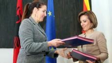Министерката за култура Елизабета Канческа–Милевска на 17 март 2015 година во рамките на еднодневната работна посета на Албанија, оствари билатерална средба со албанската колешка Мирела Кумбаро . На средбата, министерките […]