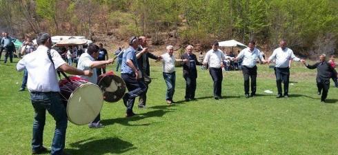 Македонците во Албанија, на 6-ти мај 2015 година, го прославија празникот Ѓурѓовден. Овој празник освен православните Македонци од Мала Преспа, Врбник и Голо Брдо традиционално го прославија и Македонците муслимани...