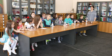 """Македонскиот културен центар """"Сонце"""" од Корча, го организираше петмесечниот курс по македонски јазик. На завршната манифестација - свеченото доделување на дипломите на децата кој што го посетуваа курсот, присуствуваа родителите […]"""